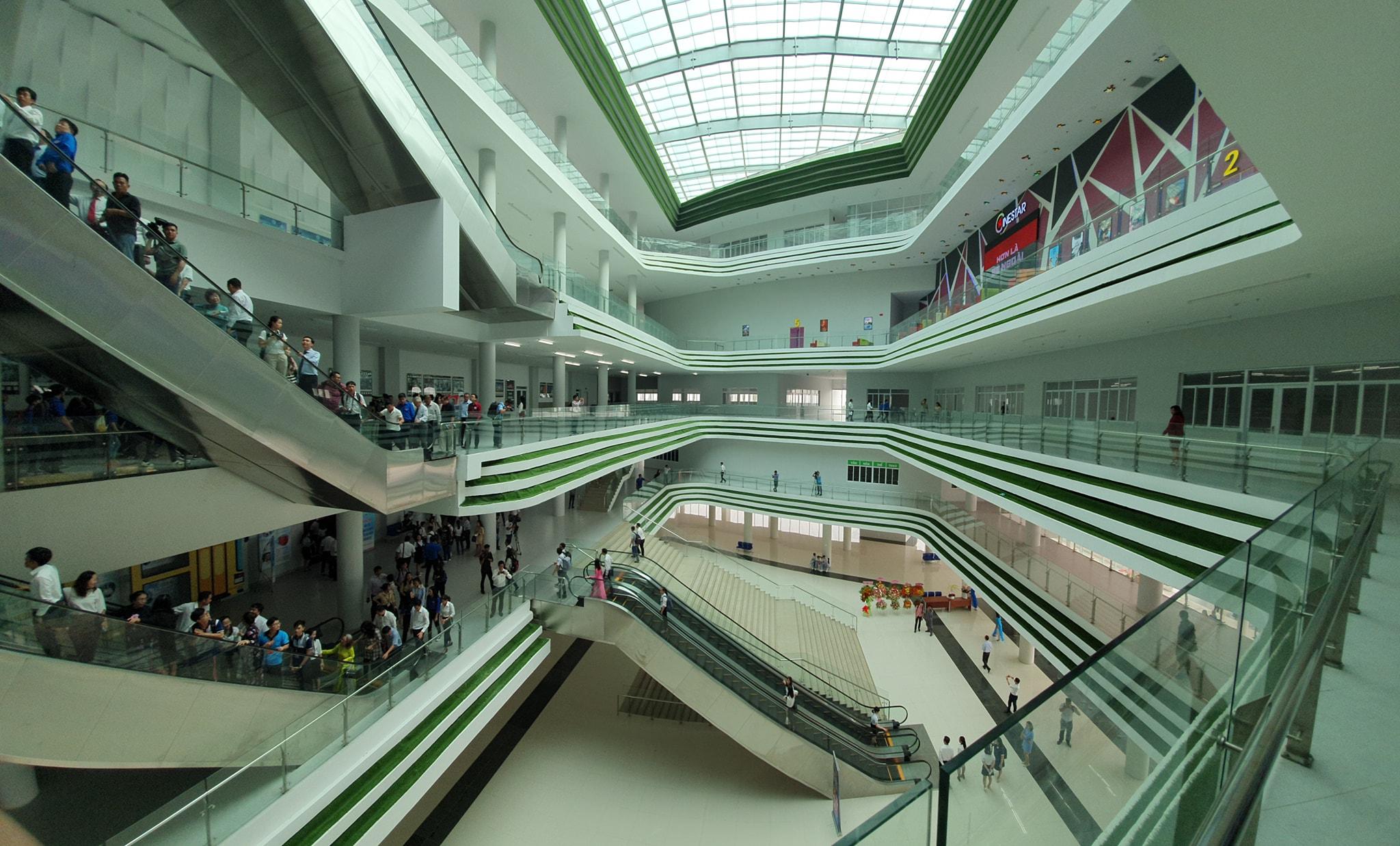 Không gian bên trong nhà văn hoá sinh viên đầy đủ thư viện, rạp chiếu phim, nhà hát